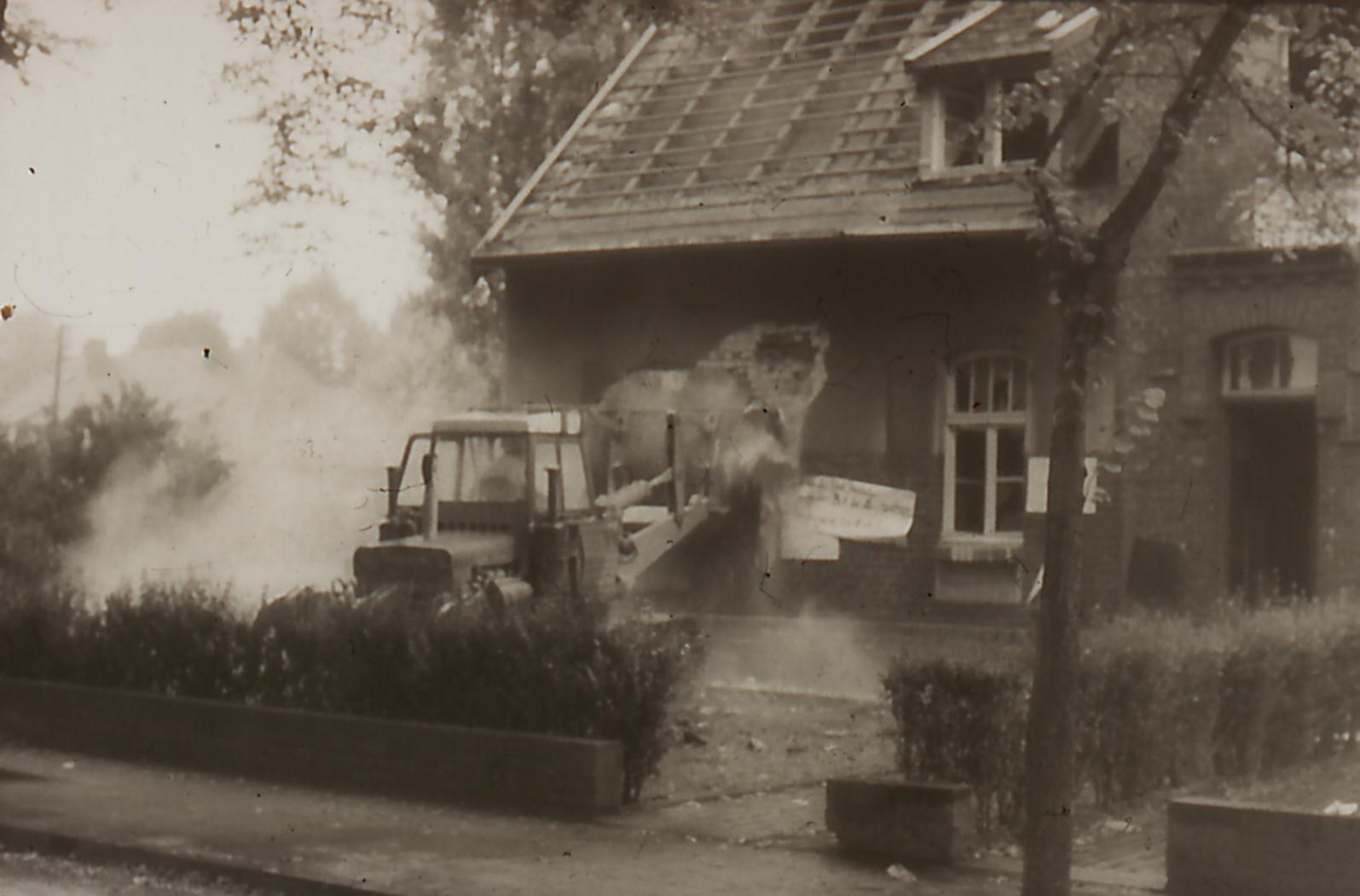 abriss mit bagger 1968